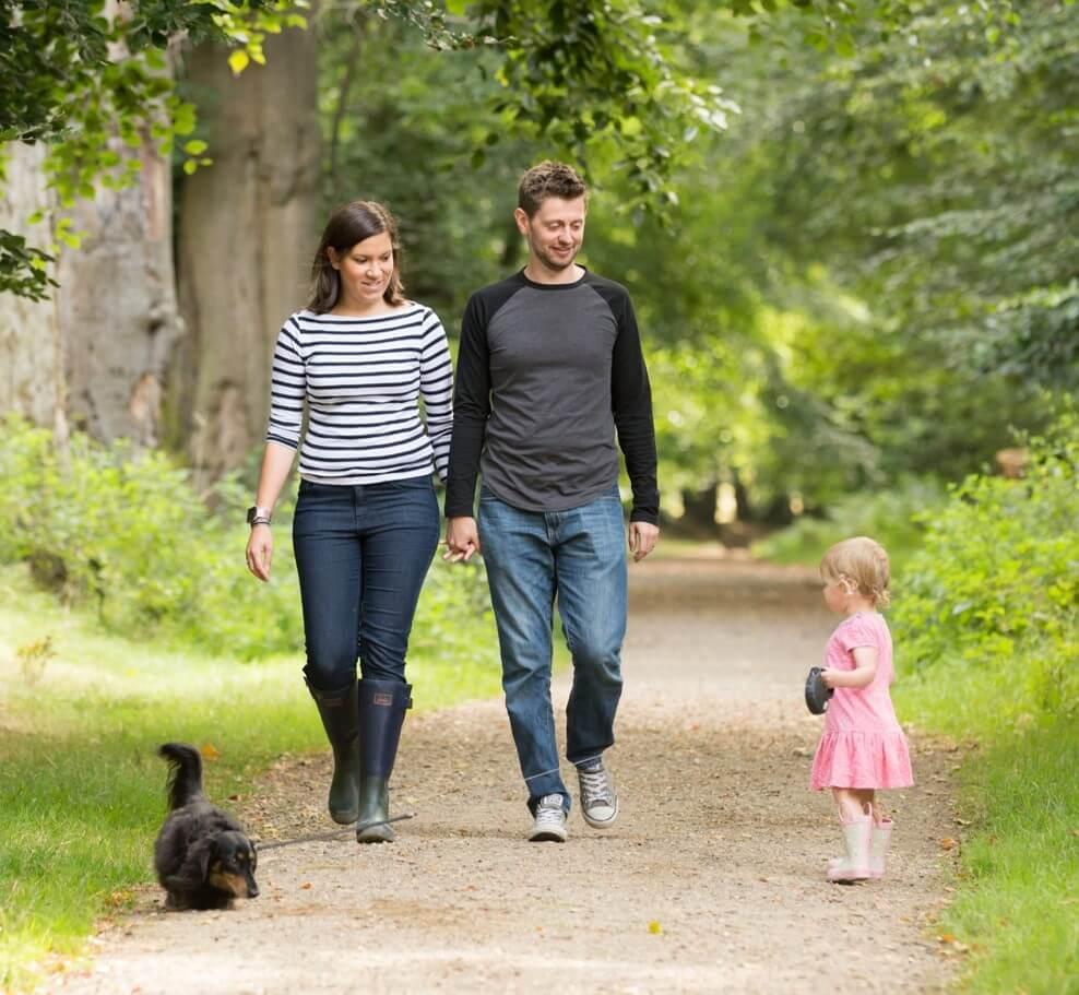 the-dadventurer-family-walking-in-woods