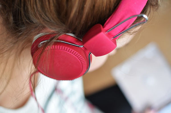 person-child-music-pink-best-headphones