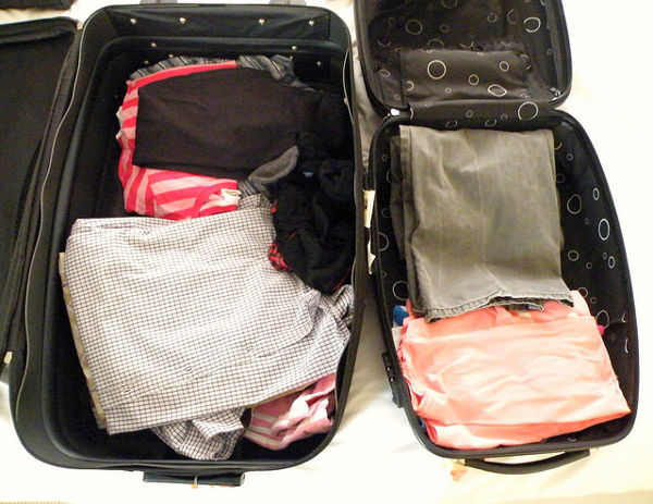 folded clothes packing suitcase method