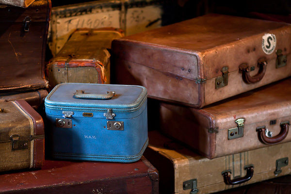 suitcase packing holiday