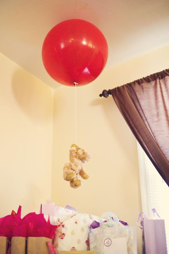 7 winnie the pooh first birthday party decor ideas for Balloon decoration book