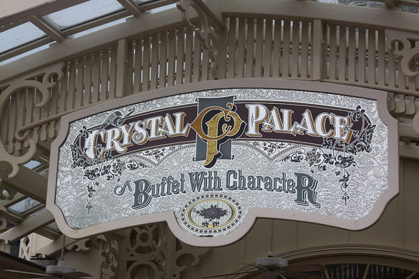 buffet with character crystal palace walt disney world