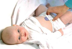 snuza hero se mobile baby movement monitor on baby