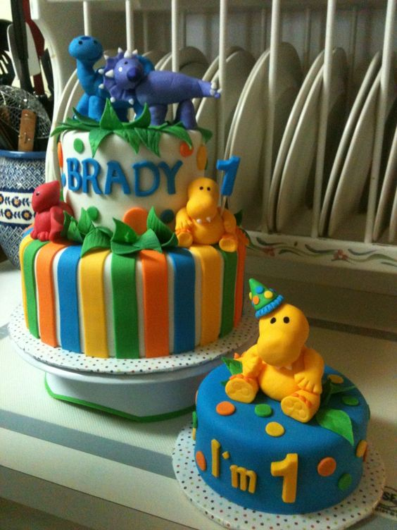 How to host dinosaur theme birthday party cake