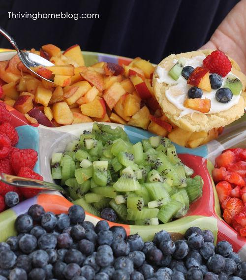 Summer party ideas mini fruit pizzas